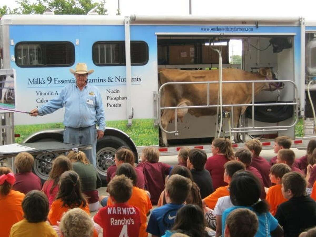 The Southwest Dairy Farmers visited the fourth graders at Windsong on April 20. Students enjoyed learning the importance of dairy farms here in Texas. Sunshine, the visiting cow taught the students how cows are milked, where the milk goes after it leaves the dairy, and how important milk is in our daily lives.
