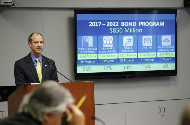 City Engineer Mike Frisbie gives a presentation at the City Council B Session discussing the proposed 2017-2022 Bond Program on Wednesday, Sept. 28, 2016. (Kin Man Hui/San Antonio Express-News)