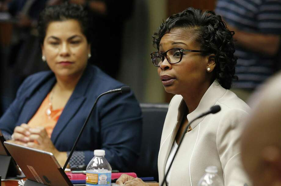Mayor Ivy Taylor speaks at the City Council B Session discussing the proposed 2017-2022 Bond Program on Wednesday, Sept. 28, 2016. Photo: Kin Man Hui /San Antonio Express-News / ©2016 San Antonio Express-News