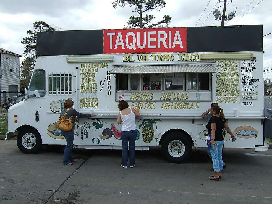 El Ultimo taco truck.    Photo by J.C. Reid