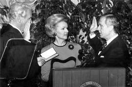 Gov. Pete Wilson takes the oath of office from Chief Justice Malcolm Lucas as wife Gayle looks on. 1/7/91 UPI Dan Groshong