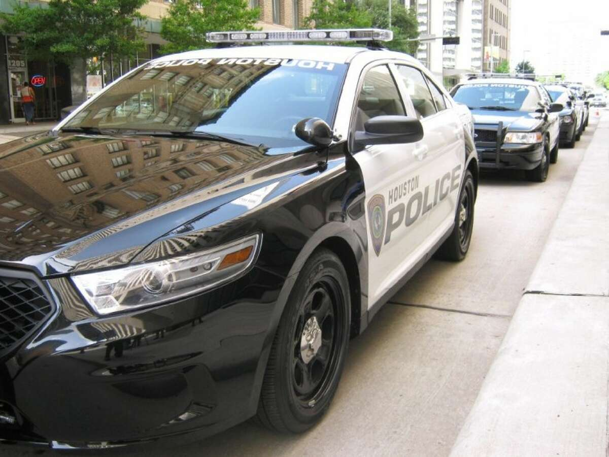 Over the next two years, Houston Police will replace the current blue and white color scheme of its fleet with a classic black and white pattern.