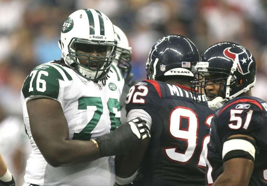 After a successful career as an offensive lineman with Notre Dame, Klein High School graduate Chris Stewart (76) is getting a chance to make an NFL roster with the Jets. (photo by Patric Schneider) Photo: Patric Schneider