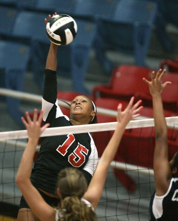 Nia Johnson had eight kills and five digs in Tuesday's loss to Clements. (Photo by Patric Schneider) Photo: By Patric Schneider