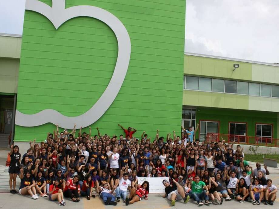 As a part of Freshman Orientation, University of St. Thomas incoming freshmen volunteered at the Houston Food Bank on Aug. 18. The freshmen, with about 200 participants, were the most productive group in the Houston Food Bank's history to volunteer, making 50,000 meals.