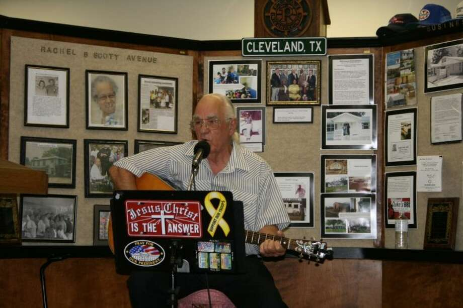 Cleveland story-poet Alan Hauke performs his works at the June 27 meeting of the Cleveland Historical Society.