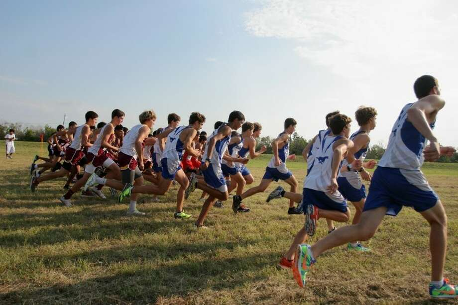 Runners get a quickstartoff for the race. Photo by Kar Hlava