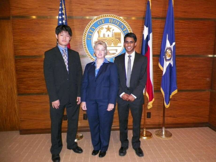 Mayor Annise Parker with Bellaire High School students Aman Naravan and George Chuang. Photo: Submitted