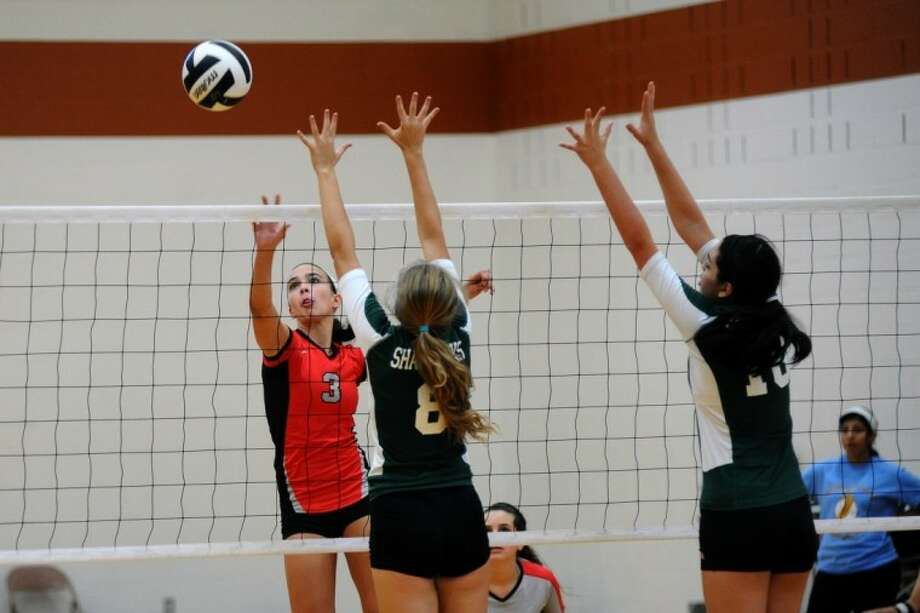 Clear Brook's Juliette DiGiuseppe (3) puts a shot over the net during the Nike Volleyball Classic Friday, Aug. 30. Photo: KIRK SIDES