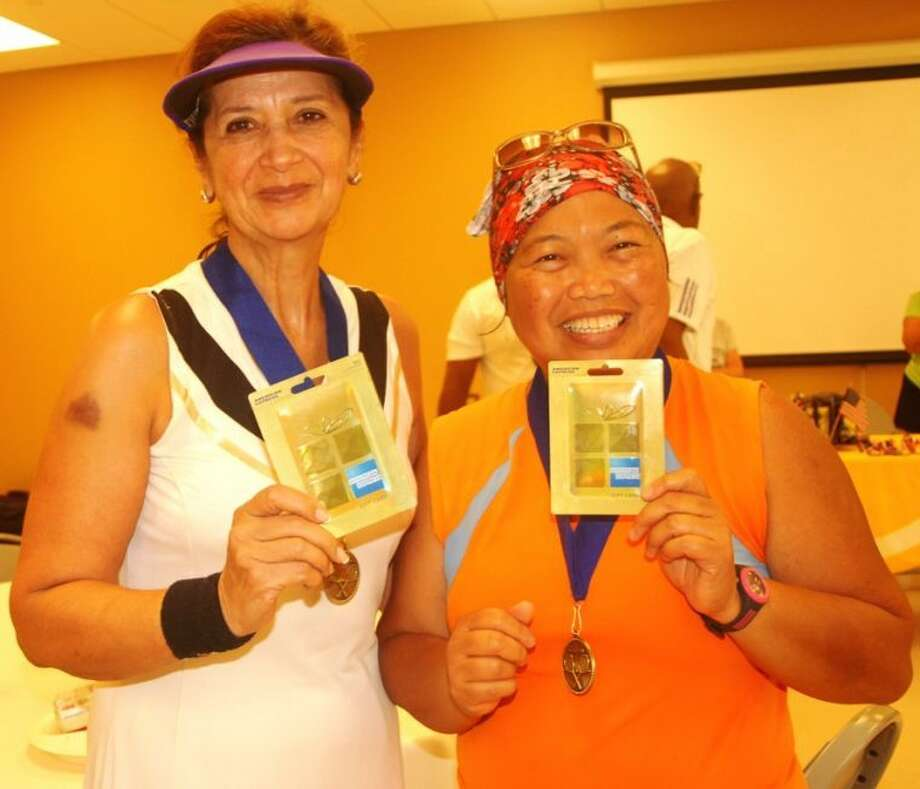 4.0 division- Vicky Medina and Liza Kalu, winners of round robin tournament