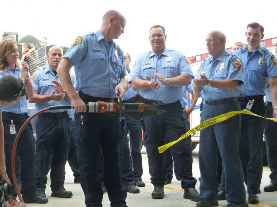 Andy Curtis cuts the ribbon for station 23's grand opening.