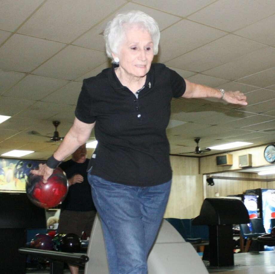 Edna Gilchriest was recently named first place in the state in her age group of bowlers. She began bowling 12 years ago and is now 81 years old. Photo: MELECIO FRANCO