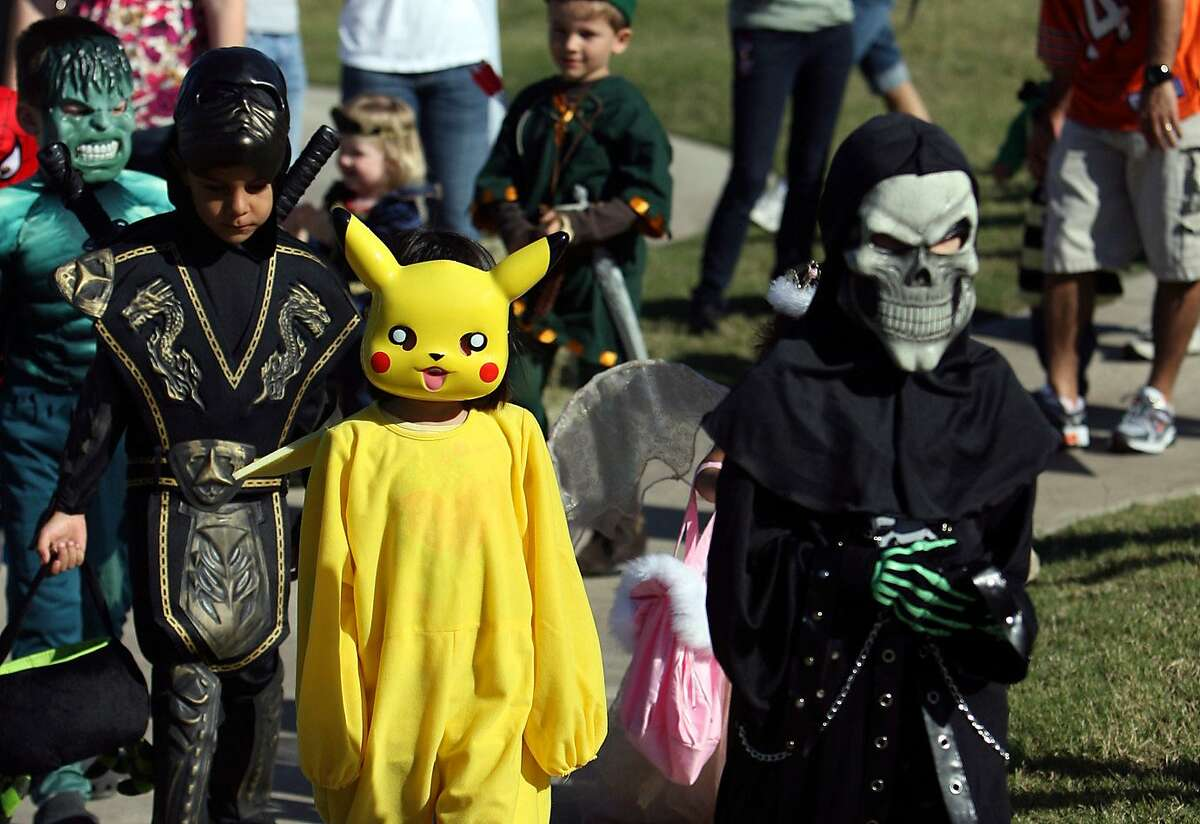 2016's Halloween spending forecast Shoppers are expected to spend $3.1 billion on costumes. (Purchased by 67 percent of Halloween shoppers.) Consumers who plan to buy online: 35 percent Consumers who plan to buy in-store: 29 percent Source:National Retail Federation