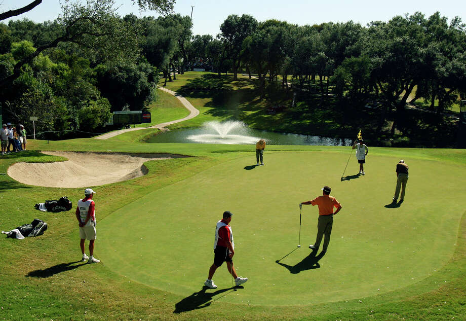 The historic Oak Hills County Club has sold 10 acres next to its clubhouse to a national multifamily developer. Photo: Edward A. Ornelas /San Antonio Express-News / SAN ANTONIO EXPRESS-NEWS