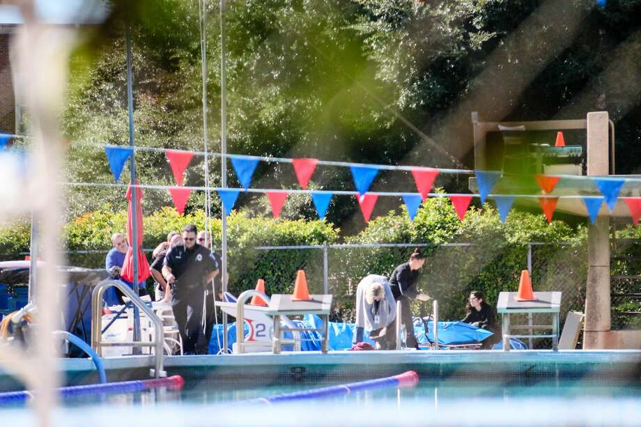 Authorities investigate a body found in a campus pool at Southern Methodist University on Sept. 29, 2016. Photo: Mollie Mayfield/The Daily Campus