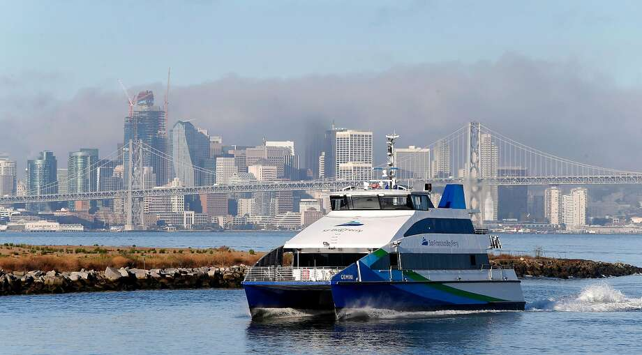 A San Francisco Bay Ferry approaches the Port of Oakland in Oakland, Calif. on Wednesday, Sept. 28, 2016. Photo: Paul Chinn, The Chronicle