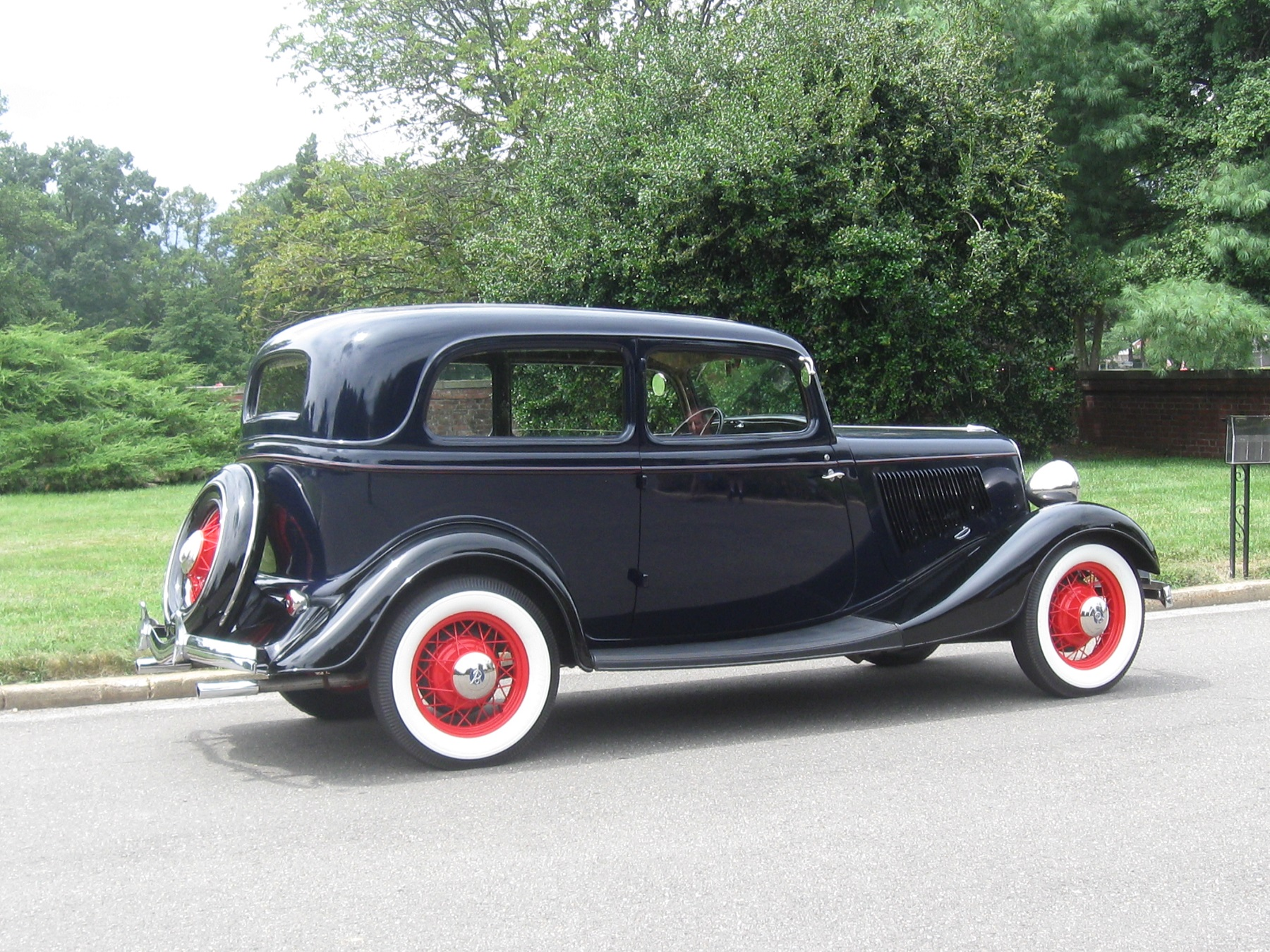 1933 Ford: V-8 sedan was popular with the public