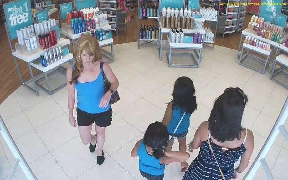 Thief strikes at cosmetics/perfume store