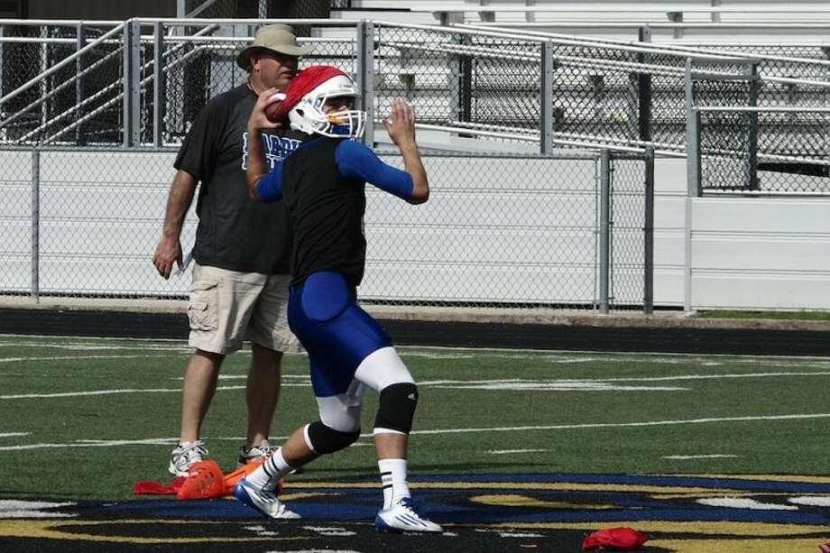 Hardin Hornet quarterback Jameson Estep at practice working that left arm.