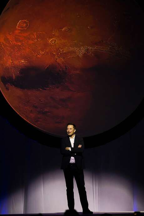 Elon Musk talks about a (presumably all-electric) mission to Mars. Photo: HECTOR-GUERRERO, AFP/Getty Images
