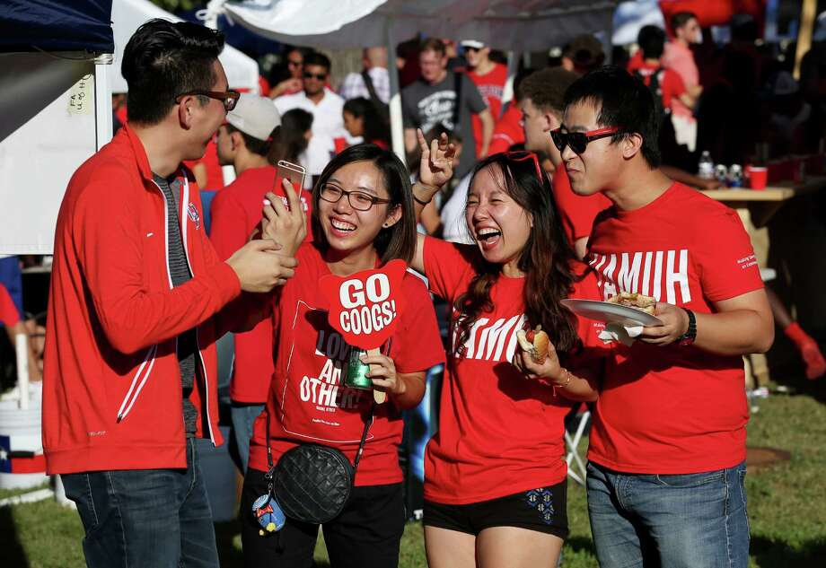This 2016 college football season, METROrail is offering free rides to games for any UH student with a valid ID.Click through to see what else college students can get for free or cheap. Photo: Yi-Chin Lee, Houston Chronicle / © 2016  Houston Chronicle