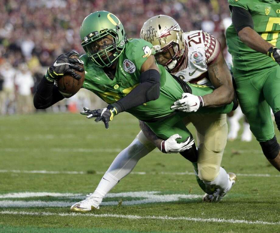 Oregon wide receiver Darren Carrington scores while being tackled by Florida State defensive back Trey Marshall during the second half of the Rose Bowl. Photo: Jae C. Hong