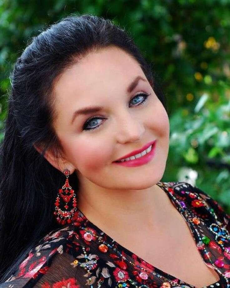 Country legend Crystal Gayle performs at Dosey Doe Big Barn on Sunday at 7:30 p.m.