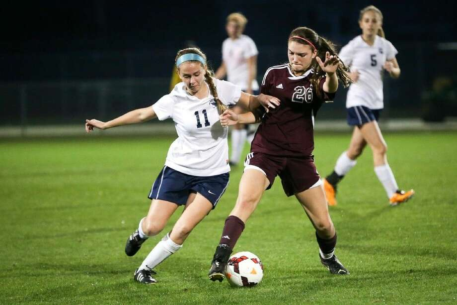 Magnolia's Brooke Bowie, right, returns after netting a team-high 14 goals last season. Photo: Michael Minasi