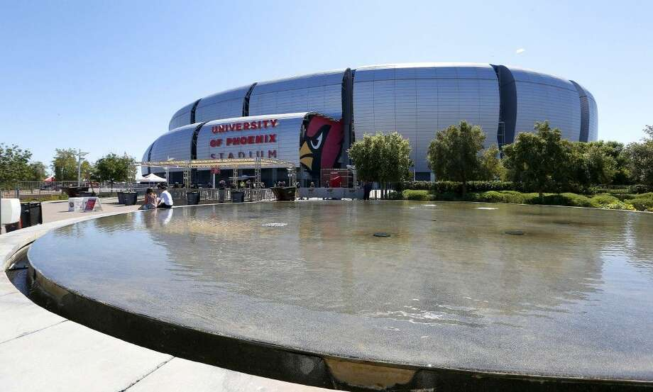 The NFL will have to make a final decision on whether to keep the retractable roof at the University of Phoenix Stadium open for the Super Bowl. Photo: Ross D. Franklin