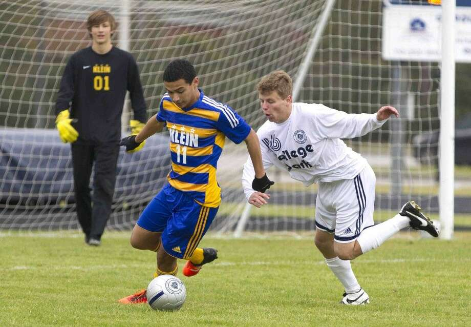 Klein's Eddie Molina battles for the ball against College Park's Max Brundretta during the first half of a soccer match Saturday. Photo: Jason Fochtman
