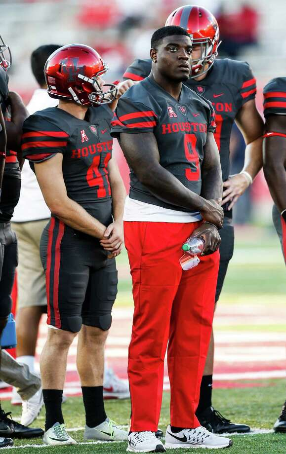 Houston linebacker Matthew Adams (9) stands on the side out of uniform before an NCAA football game against Connecticut at TDECU Stadium on Thursday, Sept. 29, 2016, in Houston. Photo: Brett Coomer, Houston Chronicle / © 2016 Houston Chronicle