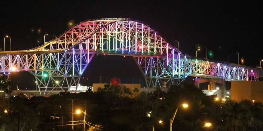 Corpus Christi resident were treated to sneak preview of the new light along the Harbor Bridge in 2012 as the city tested the lights in preparation of Sunday, Dec 4, 2012 official unveiling of a new lighting system. Photo: TODD YATES/CALLER-TIMES