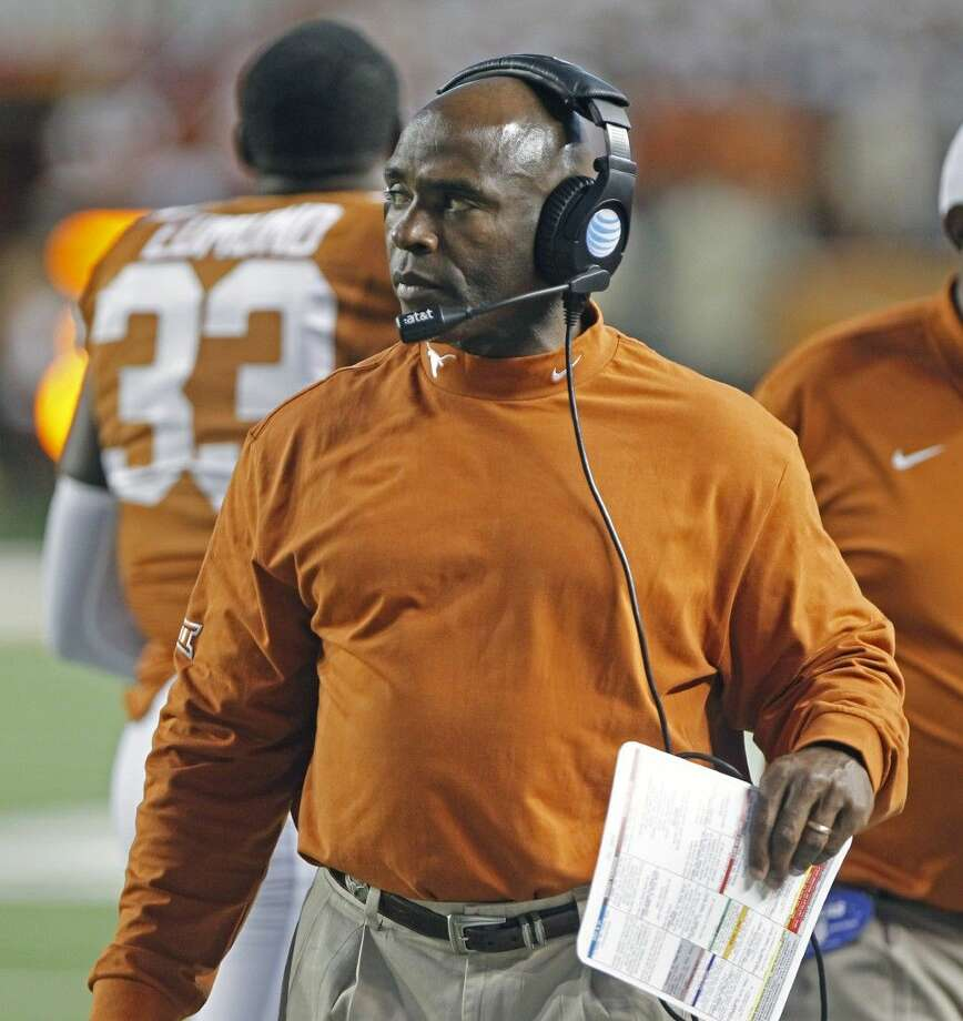 "The $600,000 question at Texas is just who calls the plays for the Longhorns' anemic offense. Assistant head coach Shawn Watson says he does. Offensive coordinator Joe Wickline says he does too. In fact, they swear they share. And head coach Charlie Strong? Well, he says they both do, ""And I'm on the headset."""
