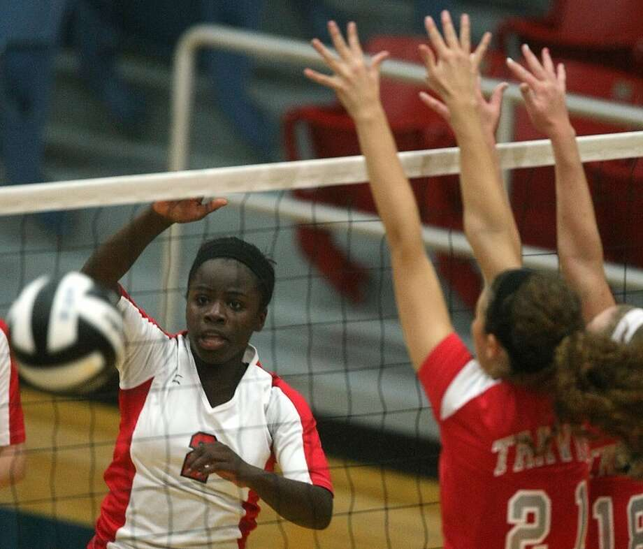 Aki Aitsebaomo and Dulles won their seventh match in eight attempts Sept. 13, sweeping Clements 25-21, 25-19, 25-15 to open District 23-5A play.