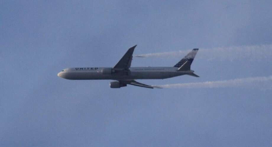 United Airlines Flight 102 had to turn around over Lake Conroe after striking a bird mid-flight Sunday.
