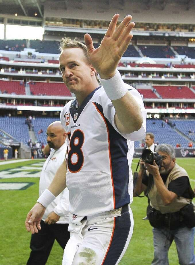 Denver Broncos quarterback Peyton Manning acknowledges the crowd after breaking the single-season touchdown record during an NFL football game on Dec. 22, 2013, in Houston. Photo: Jason Fochtman
