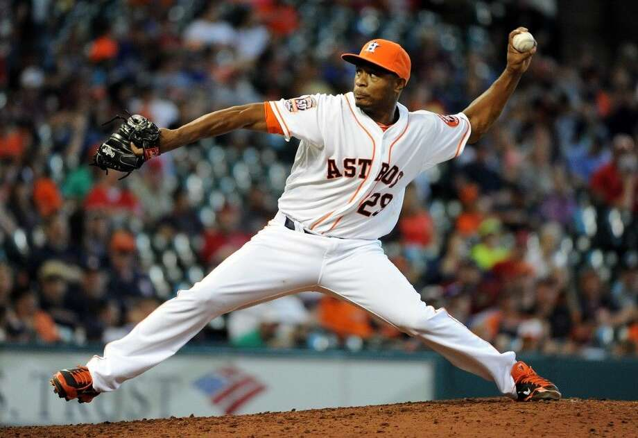 Astros reliever Tony Sipp delivers a pitch in the seventh inning. Photo: Eric Christian Smith