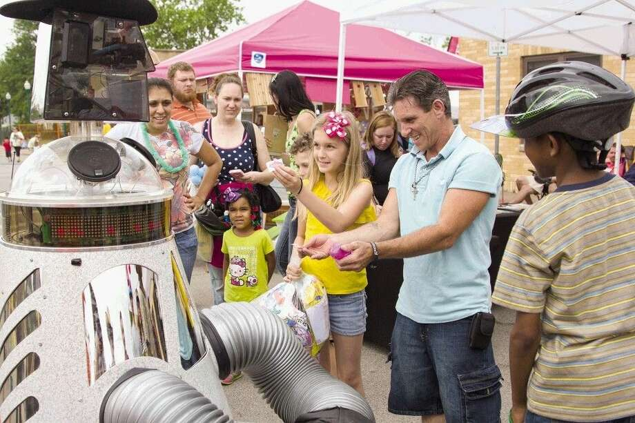 People are entertained by a talking robot during the Conroe KidzFest 2014 in downtown Conroe. This year's event is set for this Saturday from 10 a.m. to 5 p.m. Photo: Staff Photo By Ana Ramirez