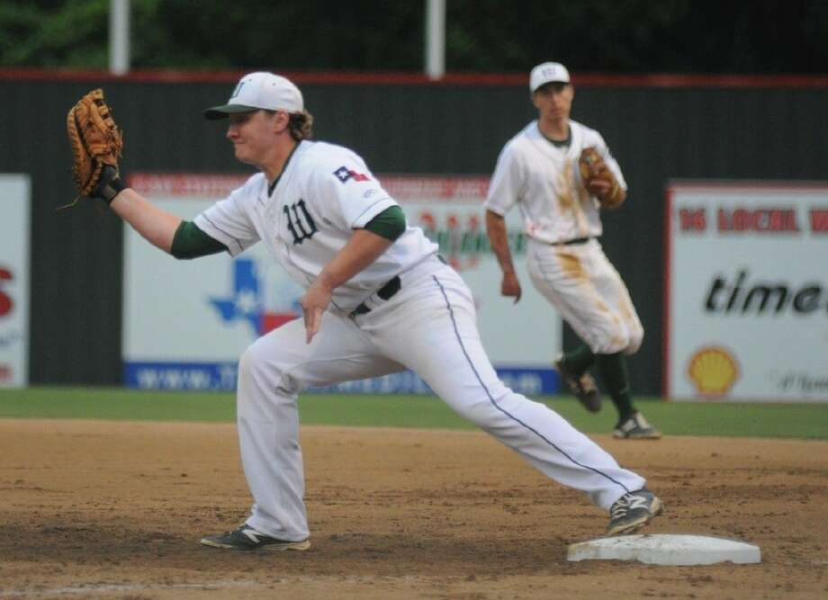 The Woodlands first baseman Matt Jennings stretches for a force out against Summer Creek on Tuesday at Scotland Yard. Photo: Keith MacPherson