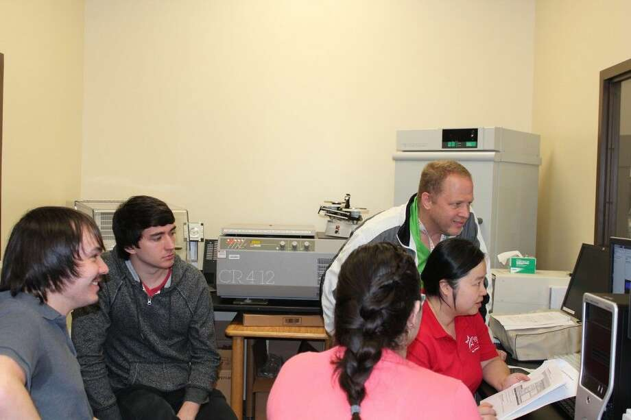 Using LSC-Montgomery's High Performance Liquid Chromatography Mass Spectrometry (HPLC-MS) is LSC-CyFair's first step in completing this design project for NASA. (From left to right: Kevin Dolan, Jesse Goerlich, Tania Ascosta (back of head), Professor Danny Kainer and Professor Yiheng Wang.