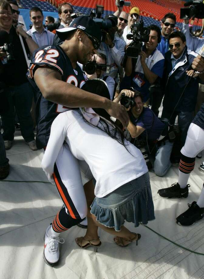 Mexico City TV personality Ines Gomez Mont tried to tackle former Bears safety Tyler Everett at Super Bowl Media Day in 2007. Photo: Mike Conroy