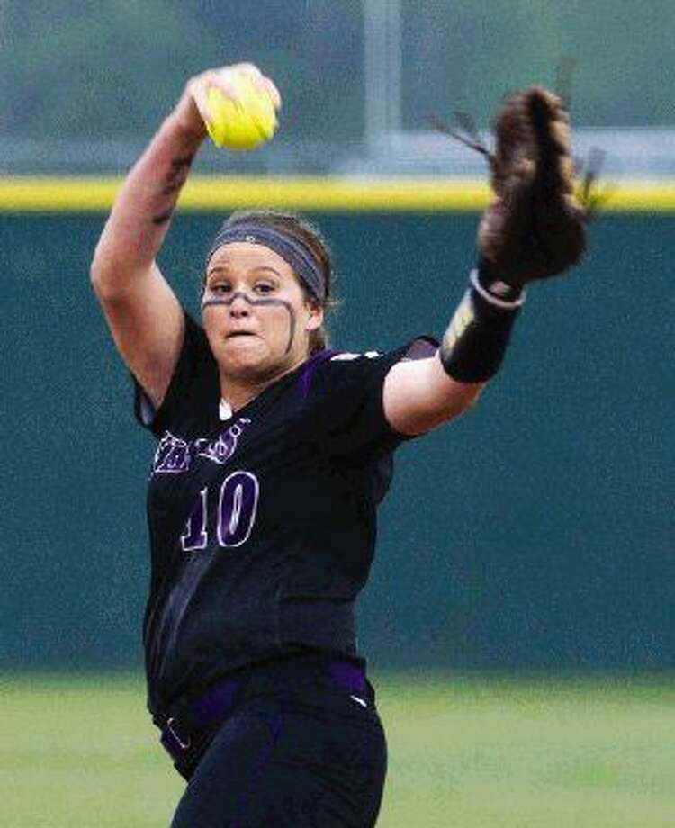 Willis pitcher Casey Dixon throws during a softball game against Huntsville Tuesday. Photo: Jason Fochtman