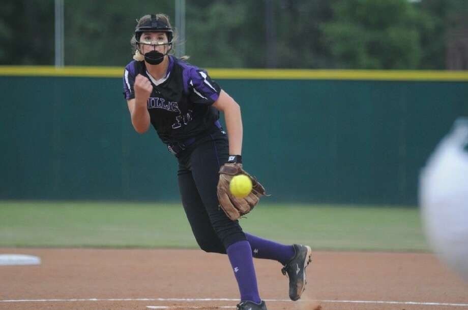 Willis' Casey Dixon delivers a pitch in Game 1 of the Region III-5A area playoffs against Stratford at Willis High School on Thursday. Photo: Keith MacPherson