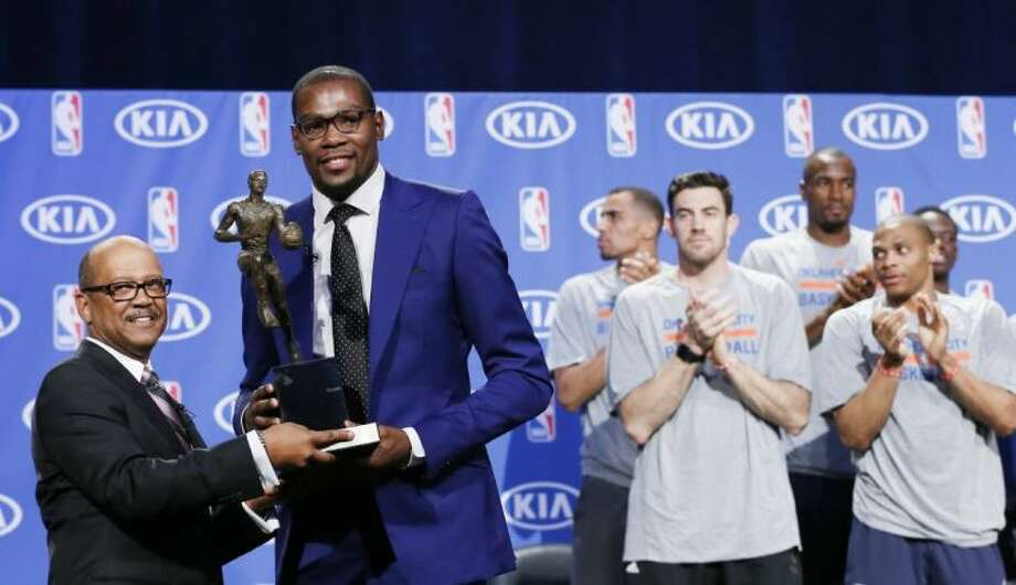 Oklahoma City Thunder teammates applaud as the Thunder's Kevin Durant receives the NBA's Most Valuable Player trophy in a presentation on Tuesday. Photo: Sue Ogrocki