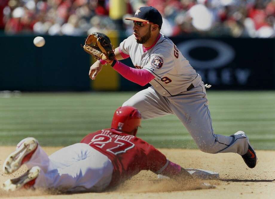 Astros shortstop Marwin Gonzalez (9) takes the throw to tag out the Los Angeles Angels' Mike Trout. Photo: Alex Gallardo