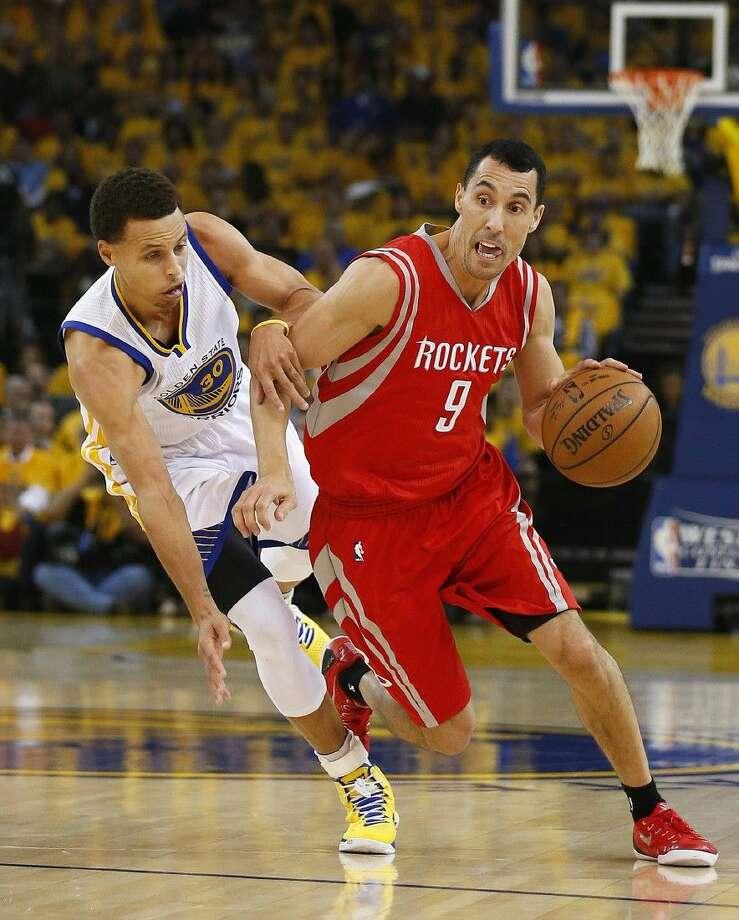 Rockets guard Pablo Prigioni (9) drives against Warriors guard Stephen Curry. Photo: Tony Avelar