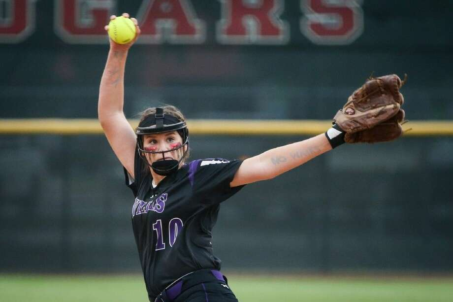 Willis' Casey Dixon (10) throws a pitch against Ridge Point at the University of Houston. Photo: Michael Minasi