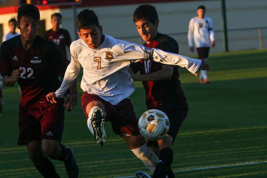Magnolia West's Sergio Sosa (7) kicks the ball during the high school boys soccer game against Waller on Tuesday at Tomball High School. Photo: Michael Minasi