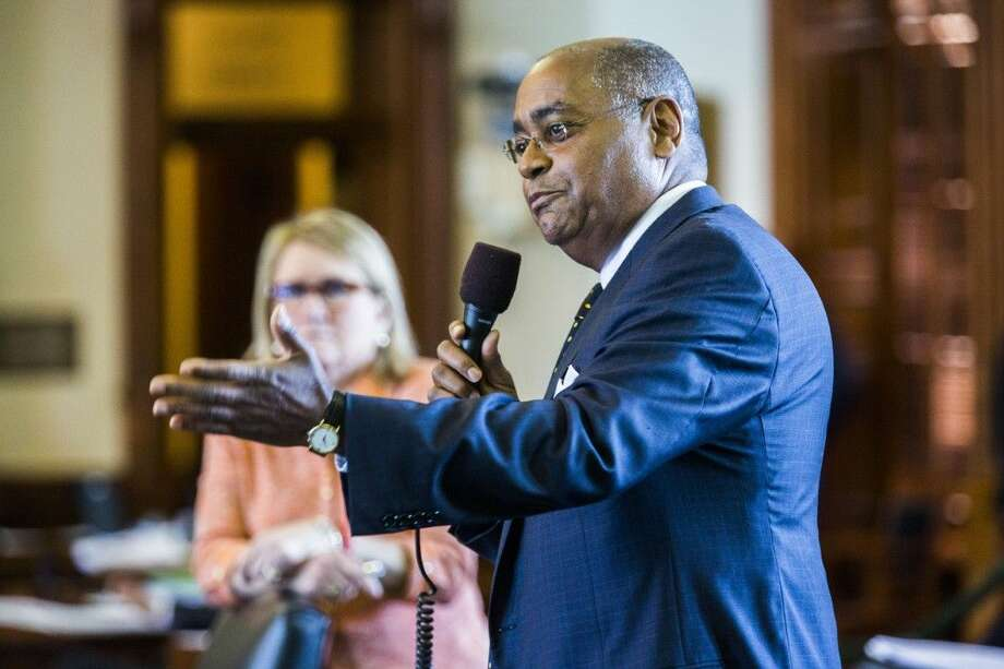 Sen. Rodney Ellis, D-Houston, asks questions about open carry legislation during the final days of the 84th Texas legislature regular session on Friday at the Texas state capitol in Austin. Photo: Ashley Landis