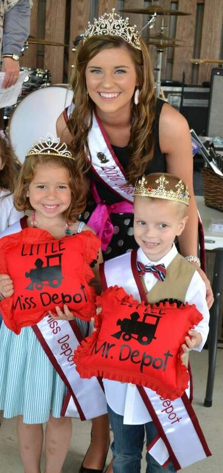 Newly crowned 2016 Lil Miss Depot is Swayzie Nigliazzo and Lil Mister Depot Seamus Clancy with 2016 Miss Magnolia Avery Jones.